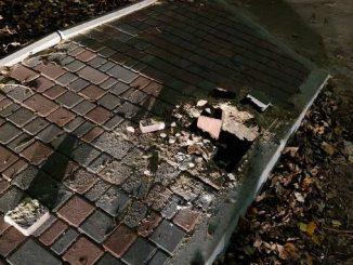 Вандалы разбили тротуар, улица Казарского, Николаев
