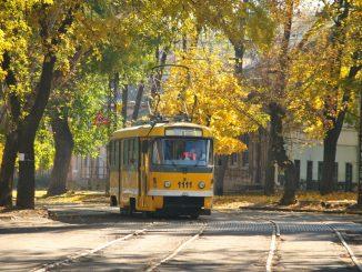 трамвай осень