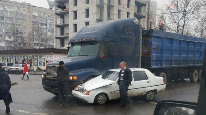 Николаев, полиция, ДТП, проспект Героев Украины, Славута, тягач
