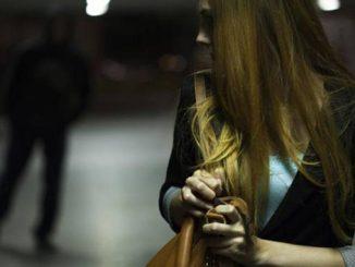 Нападение на девушку, криминал