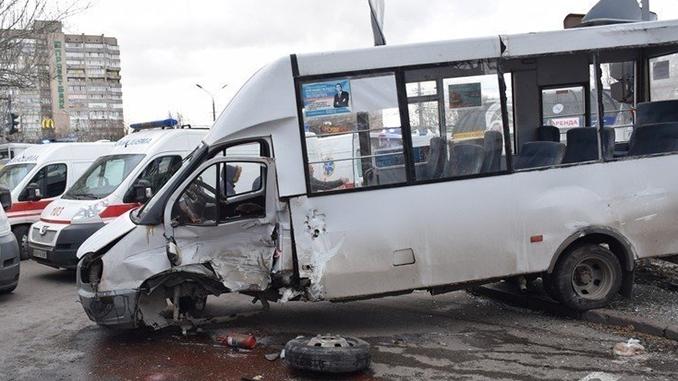 Range Rover в Николаеве протаранил маршрутку Рута, ДТП на Московской