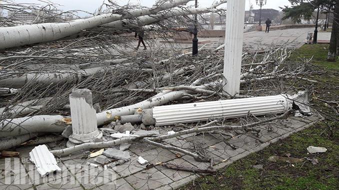 Циклон в Николаеве, непогода, шквальный ветер, обрушился Старый ингульский мост