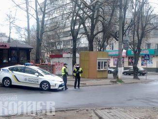 Карантин в Николаеве, патруль полиции, полиция, полицейские в масках