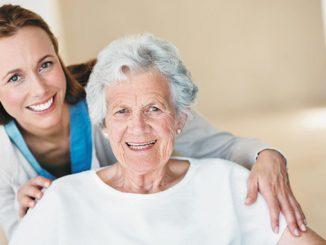 Пожилая женщина, старики, уход за пожилыми, бабушка, коронавирус в сша, хорошие новости про коронавирус