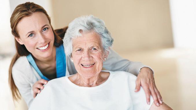 Пожилая женщина, пенсия, пенсионер, социальная помощь, старики, уход за пожилыми, бабушка, коронавирус в сша, хорошие новости про коронавирус