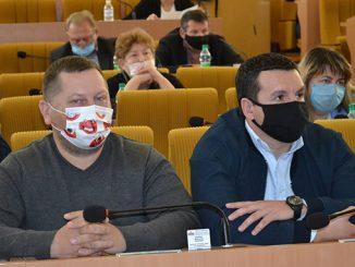 Сессия облсовета, депутат, маска, карантин в Николаеве