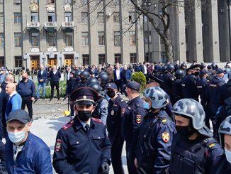 Владикавказ, Северная Осетия, несанкционированный митинг, акция протеста, ОМОН, коронавирус в России, карантин