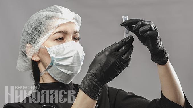 Коронавирус, пандемия, коронавирус в Украине, Николаев, новости, тест на коронавирус, анализ, врач, маска, лаборатория. Фото - Александр Сайковский, ВН