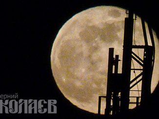 Розовая Луна 2020, суперлуние, полнолуние, полная луна, лунное затмение. Фото - Александр Сайковский, ВН