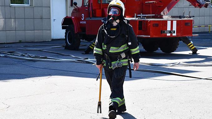 ГСЧС, пожарный, спасатель, пожарная машина