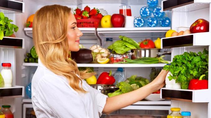 Холодильник, еда, кулинария, хозяйка, кухня