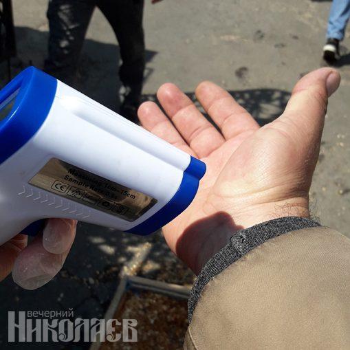 Измерение температуры, бесконтактный термометр, карантин в Николаеве