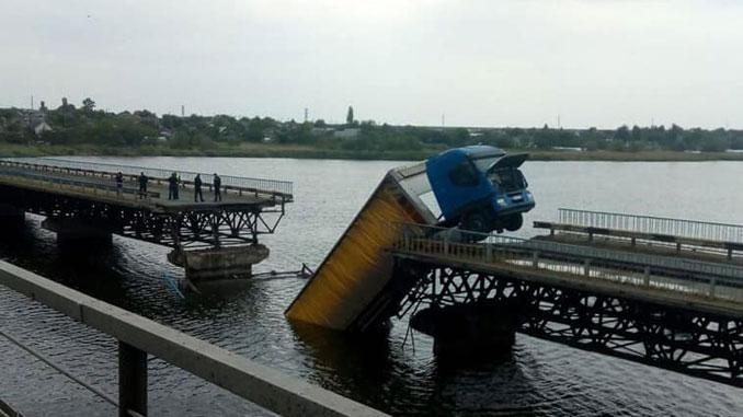 рухнул мост, Никополь, новости, мост, фура, большегрузы, авария, новости,