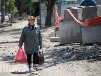 Николаев, улица, пенсионер, пенсия, бабушка, социальная защита (с) Фото - Александр Сайковский, ВН