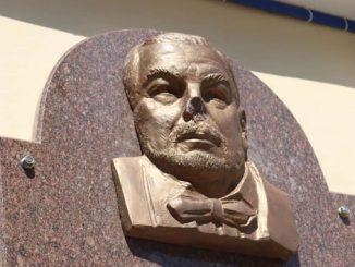 Кравченко, новости, Николаев, вандалы, вандализм, хулиганство, театр, мемориальная доска, память, барельеф