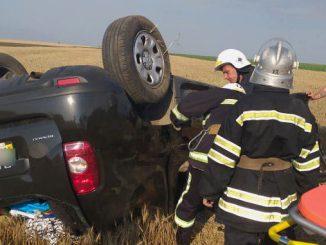 ДТП в Николаевской области, перевернулась машина, ямы на дорогах, ГСЧС