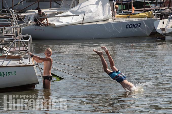 Лето, жара, погода в Николаеве, День ВМС в Николаеве, яхт-клуб (с) Фото - Александр Сайковский, ВН