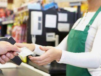 ПриватБанк, касса, супермаркет, карта, новости, MasterCard, наличные, кассир, покупатель, клиент, услуги, финансы, банк,