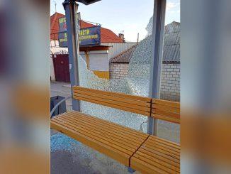На 10-й Слободской разбили стекло у новой остановки общественного транспорта, новости Николаева, Центральный район