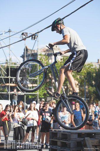 Международный день молодежи, Николаев, соборная площадь, молодежь, фестиваль, экстрим, велосипед, велосипедист (с) Фото - Александр Сайковский, ВН