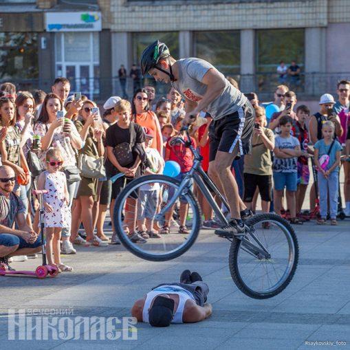 Международный день молодежи, Николаев, соборная площадь, молодежь, фестиваль, экстрим, велосипед (с) Фото - Александр Сайковский, ВН
