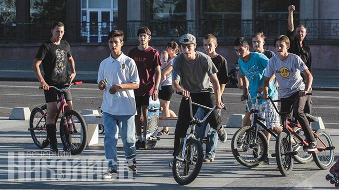 Международный день молодежи, Николаев, соборная площадь, молодежь, фестиваль, экстрим, велосипед, велосипедисты (с) Фото - Александр Сайковский, ВН