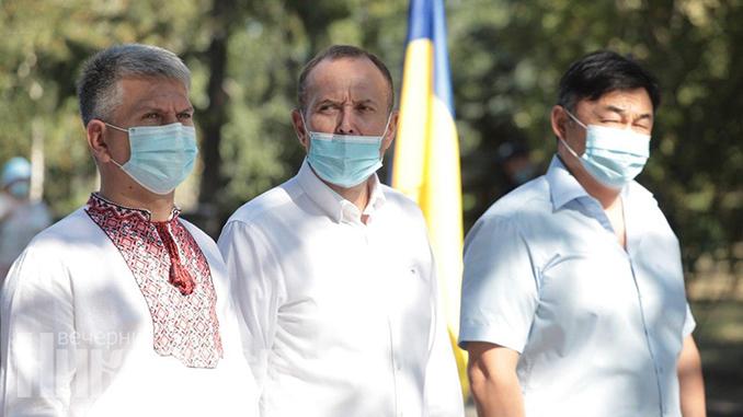 Маска, карантин в Украине, флаг Украины, День независимости Украины (с) Фото - Александр Сайковский