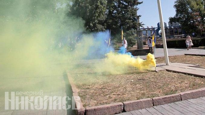 Военные, солдаты, флаг Украины, День независимости Украины, День государственного флага (с) Фото - Александр Сайковский