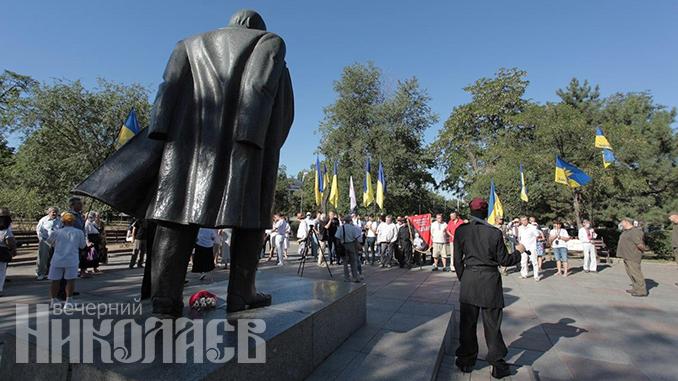 День независимости Украины, памятник Шевченко, Николаев (с) Фото - Александр Сайковский, ВН