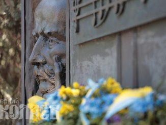 День независимости Украины, памятник Шевченко, Николаев, Украина, Шевченко, патриоты (с) Фото - Александр Сайковский, ВН