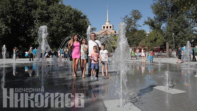 Манганариевский сквер, фонтан в Сердце города, День города, Николаев (с) Фото - Александр Сайковский