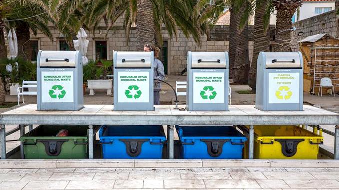 Раздельный сбор мусора, отходы, экология, переработка, подземные мусорные контейнеры
