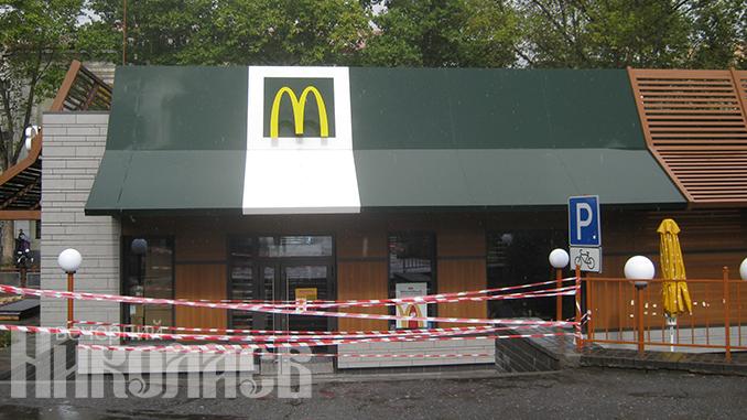 McDonald's МакДональдс в Николаеве закрылся на реконструкцию (с) Фото - Елена Кураса, Вечерний Николаев