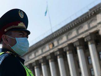 Карантин в Казахстане, Азия, полиция, Китай, полицейский в маске, пандемия, коронавирус, COVID-19
