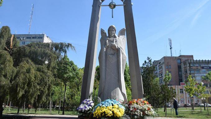 Памятик чернобыльцам в Николаеве, Скорбящий ангел Чернобыля