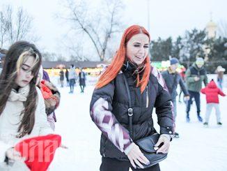 Каток, Соборная площадь, Новый год 2021, карантин, локдаун, массовые мероприятия (с) Фото - А. Сайковский, Вечерний Николаев