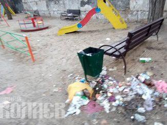 Мусор на детской площадке, Варваровка
