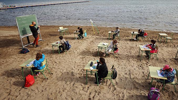 Испания, школа на пляже