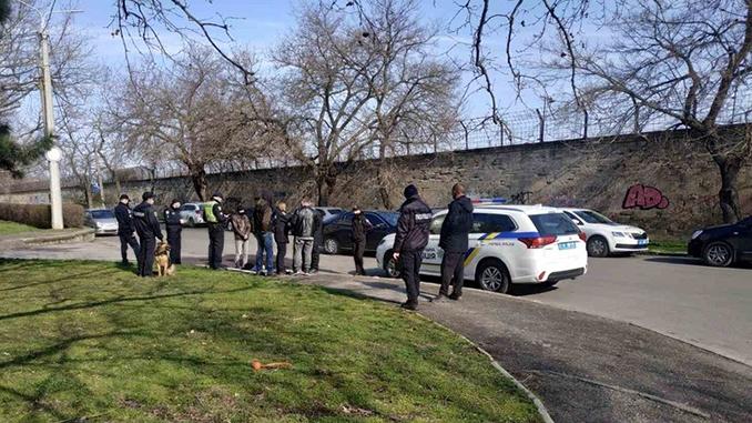В Николаеве поймали закладчика наркотиков возле здания ОГА