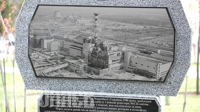 Чернобыль, 26 апреля, Чернобыльский мемориал в Николаеве (с) Фото - А. Сайковский, Вечерний Николаев