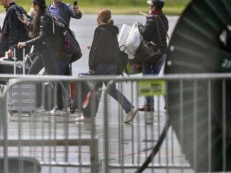 Россия вывозит дипломатов из Чехии
