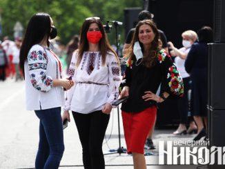 соборная площадь, вышиванка, маски, карантин в украине, гимн украины, флешмоб, николаевщина, независимость, фото александра сайковского