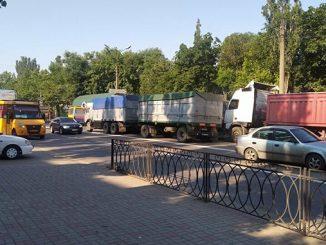фуры, большегрузы, пробки в Николаеве, заторы, дорога, дорожное движение