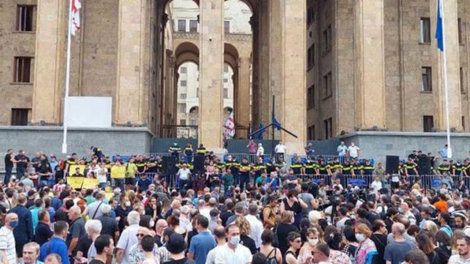 Протест в Тбилиси, смерть телеоператора, ЛГБТ