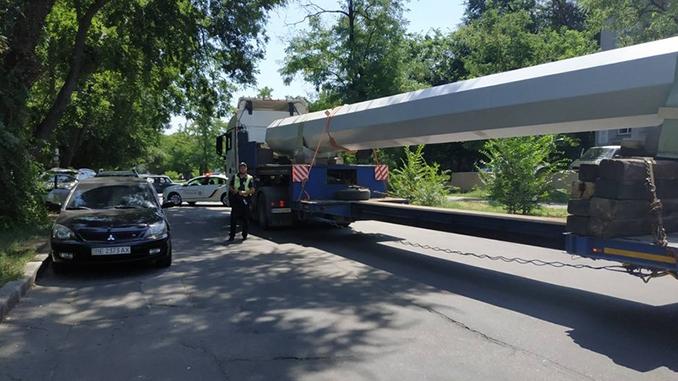Установка гигантского флага в Николаеве