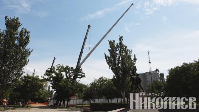 Николаев, флагшток, сквер Юных Героев, фото Александра Сайковского