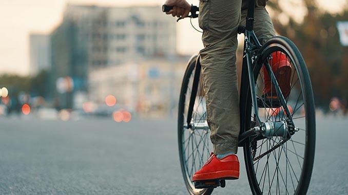 Велодорожка, велосипедист