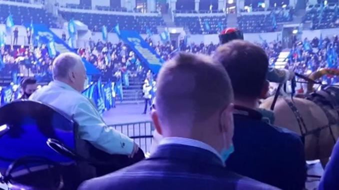 Жириновский прибыл на съезд партии на лошадях