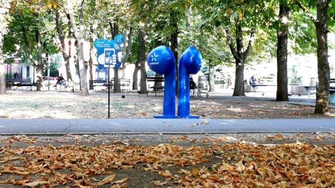 Гигантские наушники, Киевстар, Каштановый сквер в Николаеве