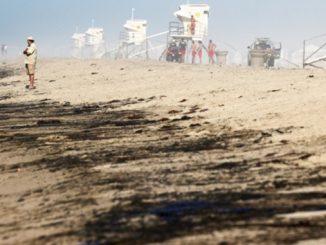 Разлив нефти в Калифорнии, США